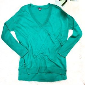 Vince Camuto • V-Neck Kelly Green Tunic Sweater